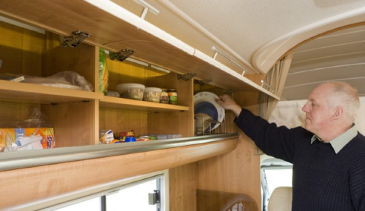 2008 Auto-Trail Frontier Arapaho Hi-LIne - kitchen upper lockers