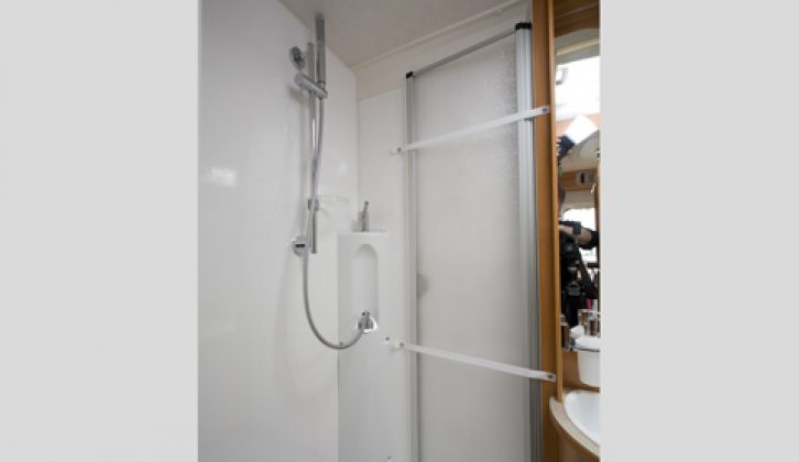 2007 Hymer T 674SL - shower compartment