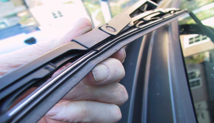 Never switch the wipers on when ice and frost are on the screen. Apply de-icer, then lift the wiper clear of the screen when thawed, then de-ice and/or scrape the screen clear