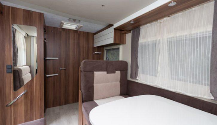 2014 Auto-Roller T-Line 590 bedroom