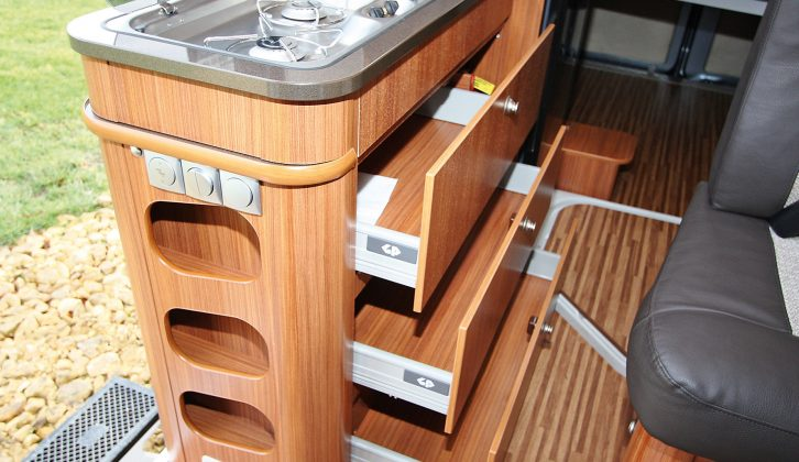 There's lots of storage in these kitchen drawers – and getting stuff from them is easy, too