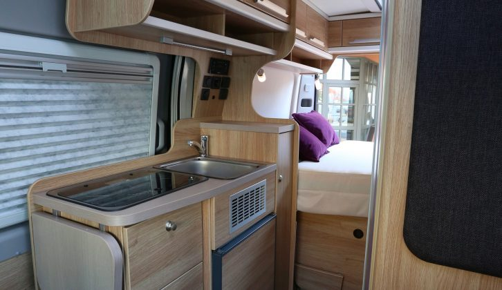 With its walk-through shower and transverse rear double, the BoxStar 540 Road 2BE makes the most of its 5.4m body length