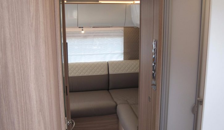 Here we can glimpse the rear lounge of the new Bürstner Ixeo I 744