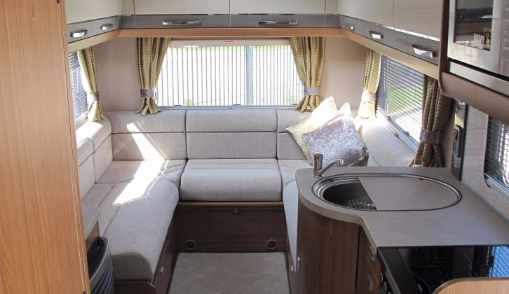 This Apache 634 has a large, light-filled rear lounge